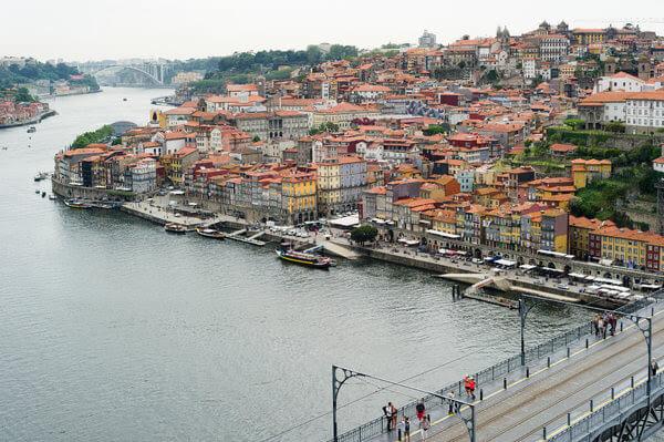 Portugal eliminó las medidas de austeridad y comenzó a crecer